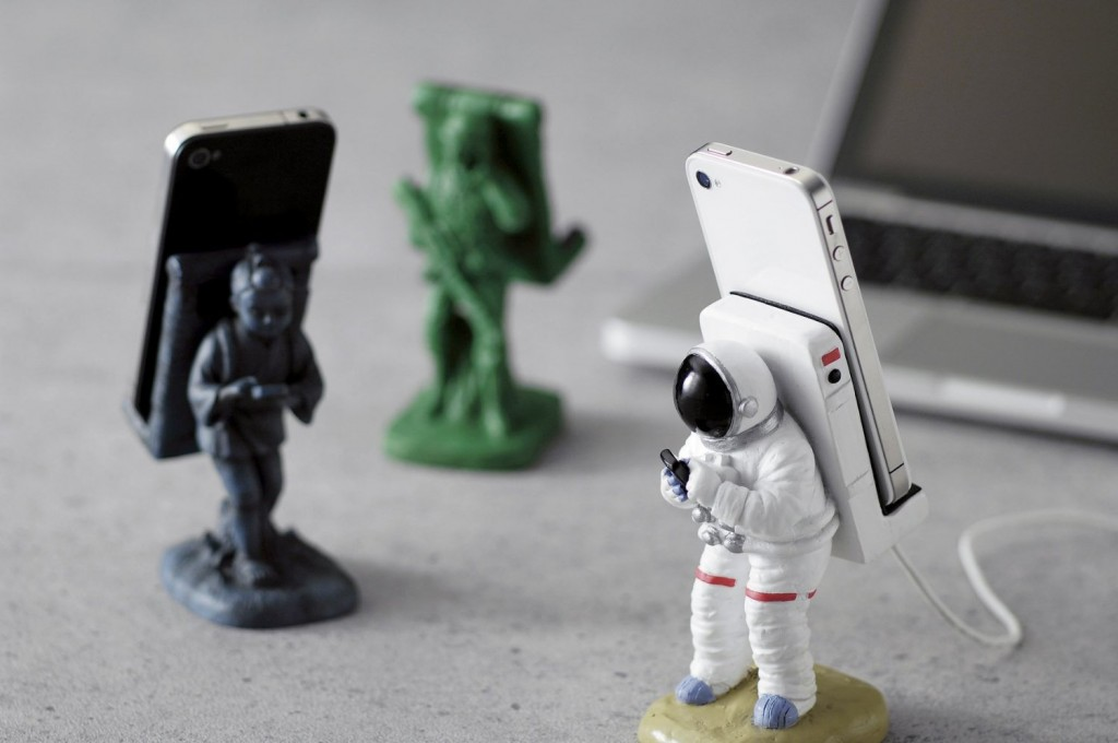 Creative product designs #47- Astronaut Smartphone Holder