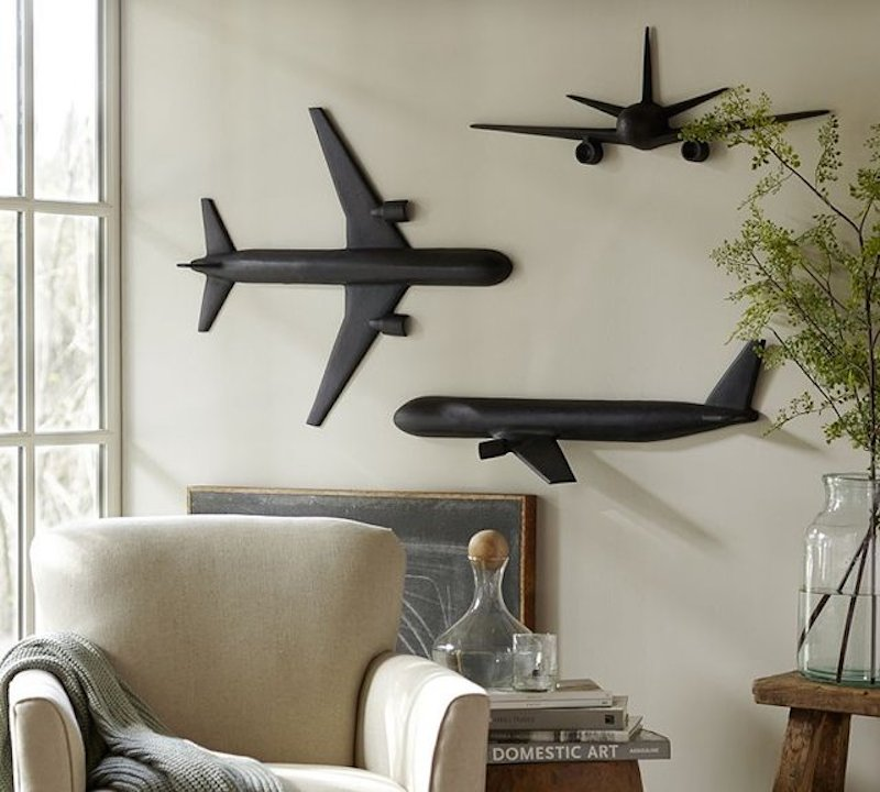Decoration in the shape of airplane for Airplane bedroom ideas