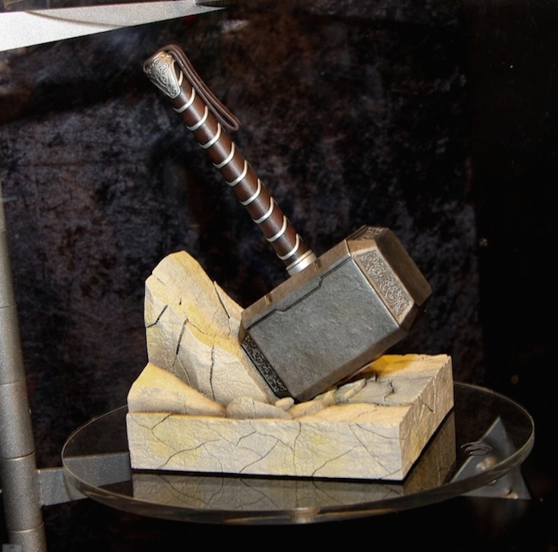 Gentle-Giant-Thor-Hammer-Bookend