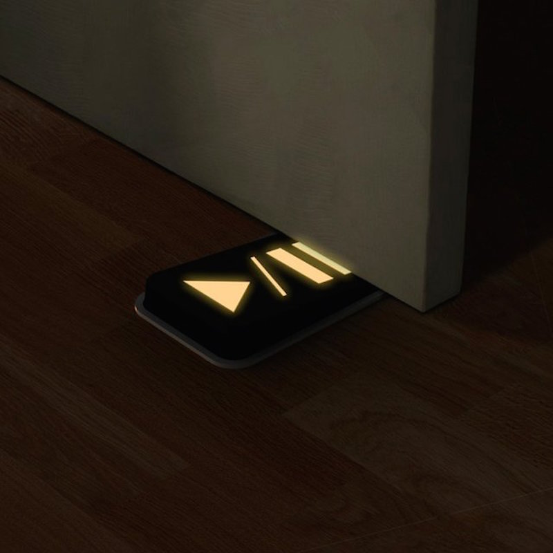 Door-Pause-Glow-in-The-Dark-Doorstop-01