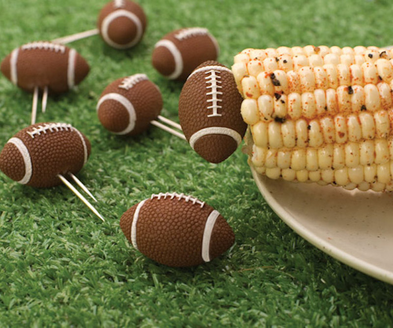 Football-Corn-Holders-02