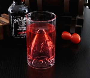 JAWS-Shark-Attack-Glass-01