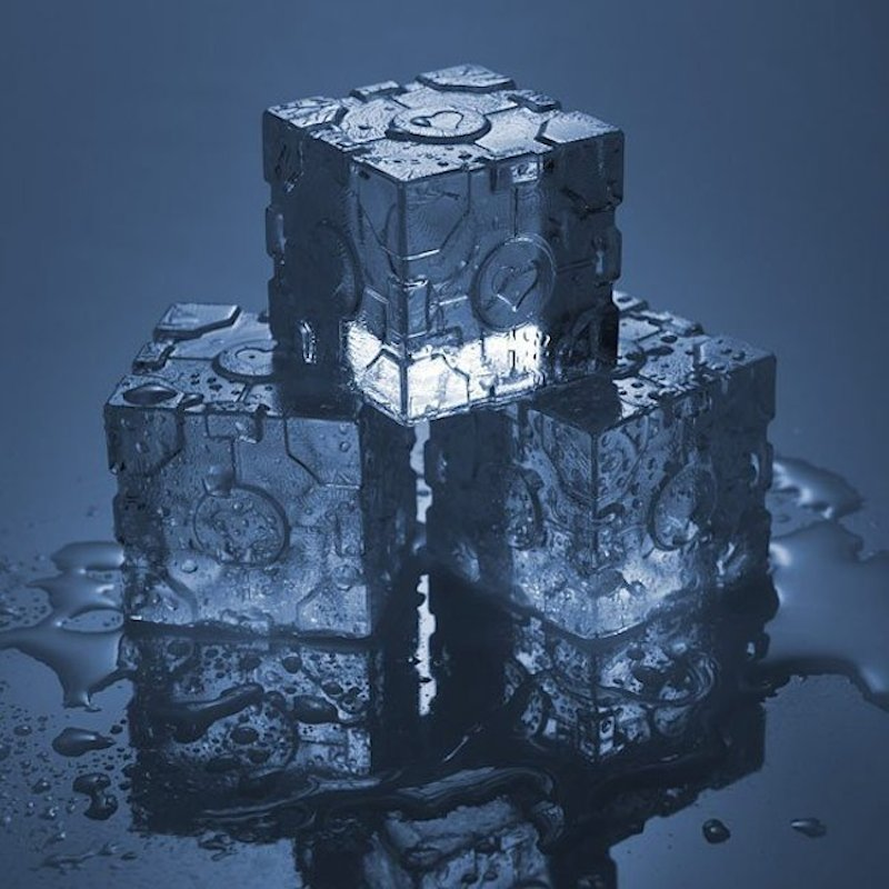 Portal-2-Companion-Cube-Ice-Tray-01