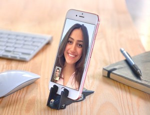 1-iPhone6s-stand-Desk-Facetime