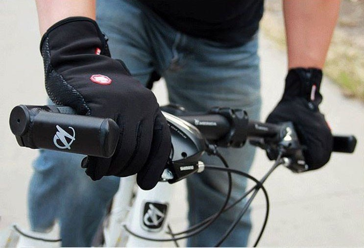 touchscreen-friendly-outdoor-gloves